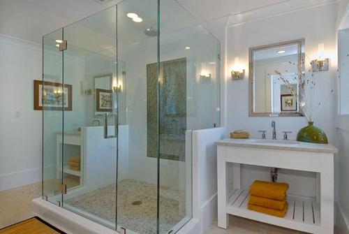 Tiêu chuẩn để bạn nên sử dụng cửa kính phòng tắm