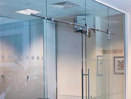 cửa kính lùa trượt treo cho phòng tắm tại quận 10 ,quận 11